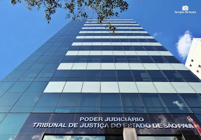 Perspectiva inferior da fachada do Prédio Administrativo do Tribunal de Justiça do Estado de São Paulo - Liberdade - São Paulo