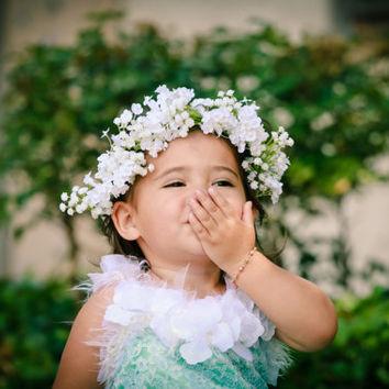 Image bébé fille avec couronne fleur