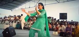 डांसर सपना चौधरी के कार्यक्रम में भीड़ हुई बेकाबू - Sapna-dancer-ka-program