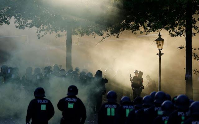 Confrontos entre manifestantes contrários ao G20 e a polícia de Hamburgo deixaram 76 feridos, informaram as autoridades nesta quinta-feira