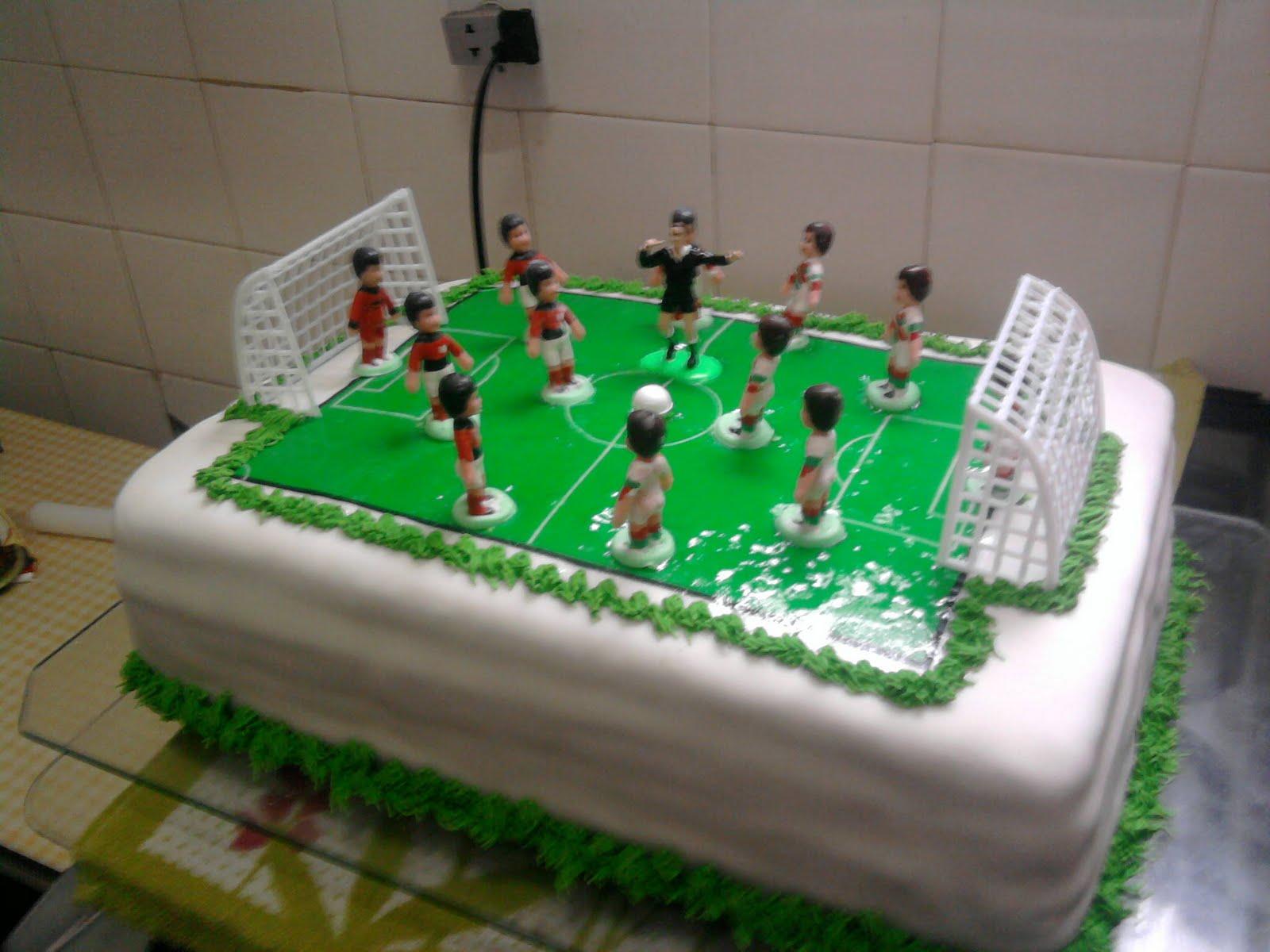 Beta Paes Leme Bolos decorados!  Campo de futebol! d7948a6f9d200