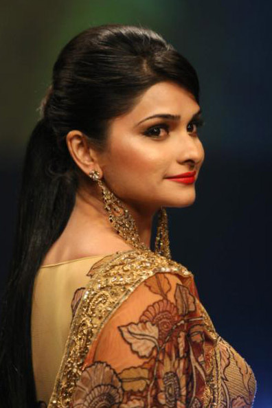 Here Are High Quality Photos Of Prachi Desai M Sure You Gona Like These Bollywood Diva Lets Check Out Prachi Desi Pictures Prachi Desai Wallpapers