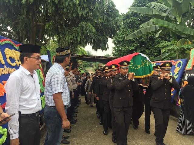 Kapolres Muba Pimpin Upacara Pemakaman  Kapolsek Lalan