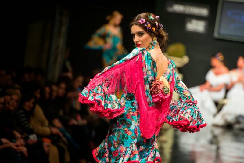 Peinados de flamenca para pelo rizado