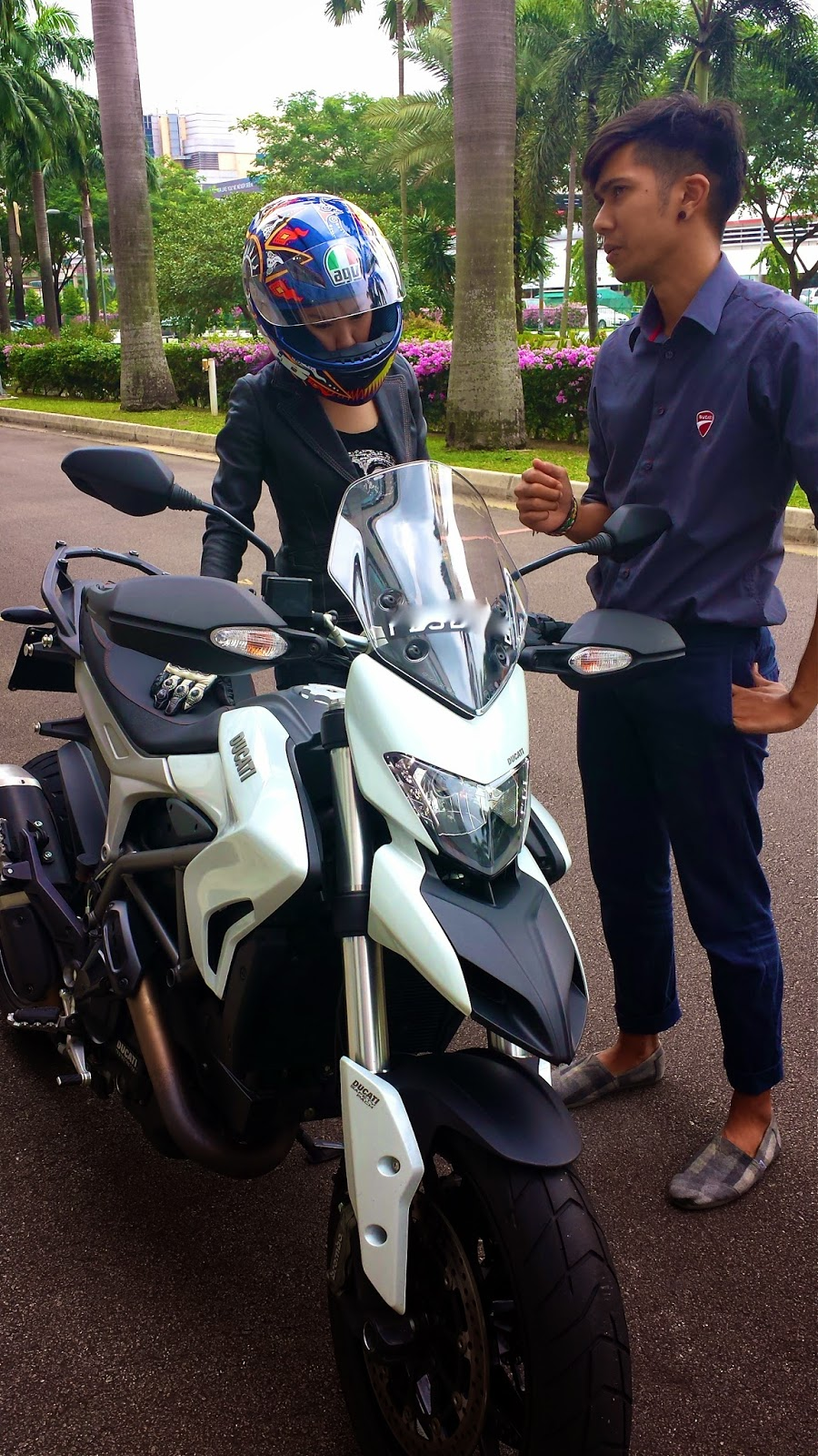 vaune phan: test ride special - ducati hyperstrada