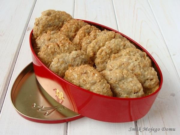 Ciasteczka z płatkami pszennymi, sezamem i słonecznikiem