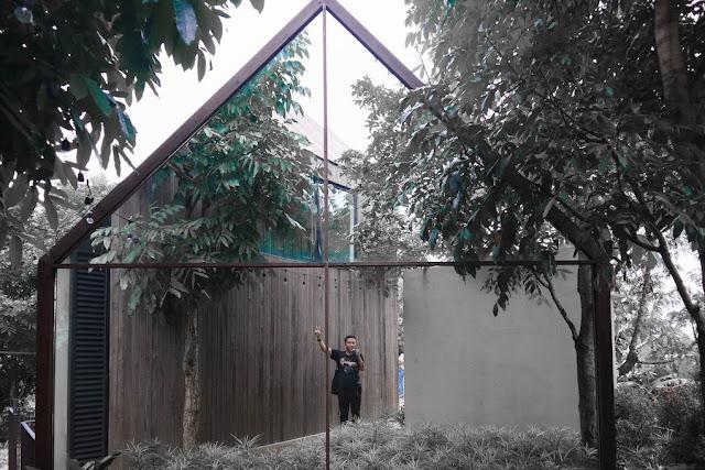 bangunan kaca halojae