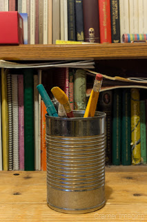 Cramer Imaging's photograph of a can with pencils and a bookshelf demonstrating no bokeh