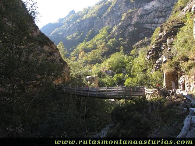 Ruta de los Arrudos y Corteguerón: Puente con andamio