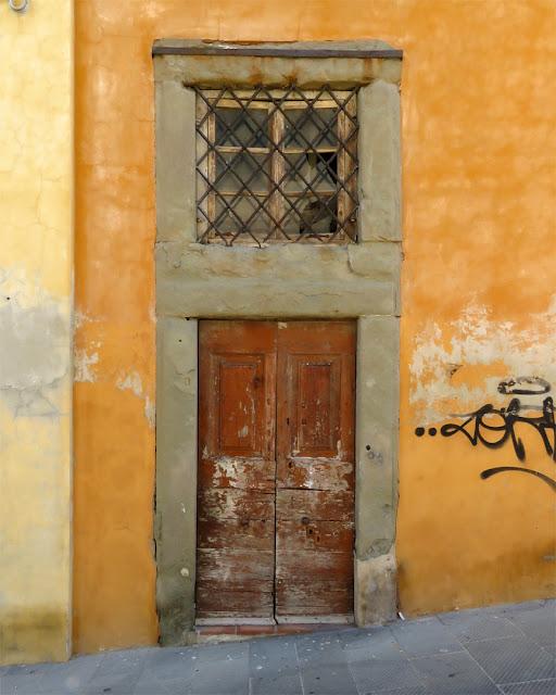 Uphill front doorV, enice quarter, Livorno