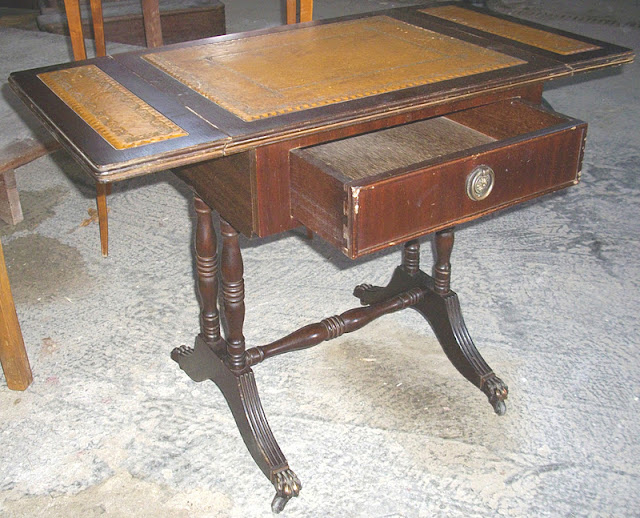 ancien petite travailleuse table. Black Bedroom Furniture Sets. Home Design Ideas