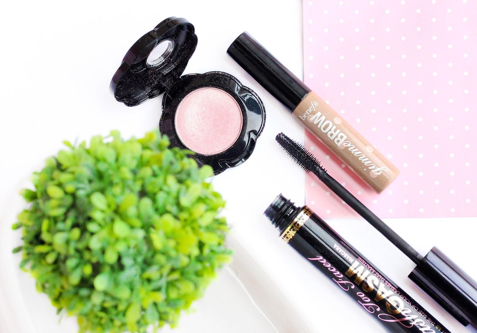 Minimal eye makeup products