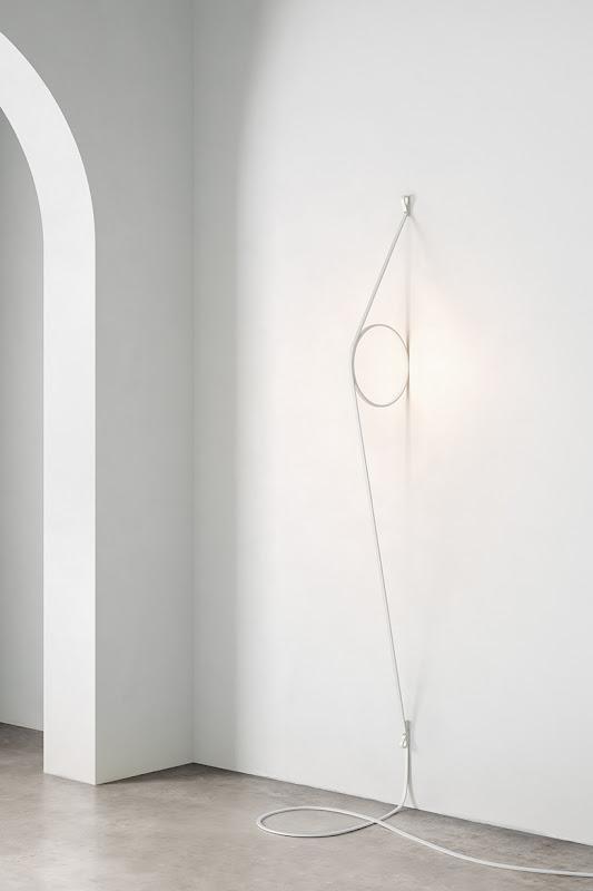 La lámpara Wire Ring de Formafantasma convierte el cable de alimentación en una característica de diseño
