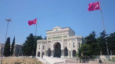 Puerta de la universidad de Estambul