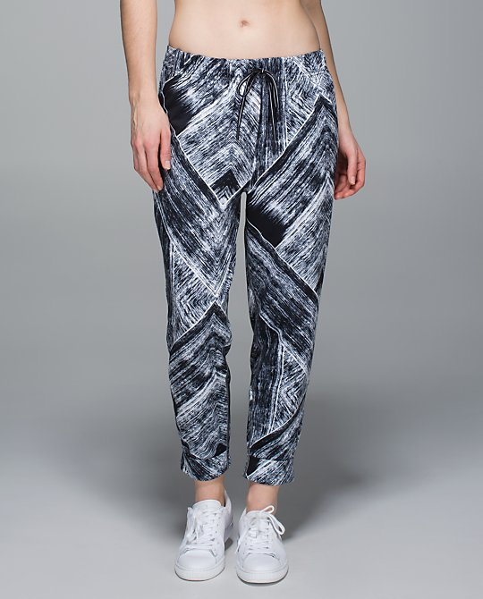 lululemon-heat-wave jet-crop
