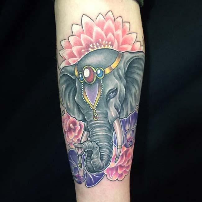 sinirli fil dövmesi