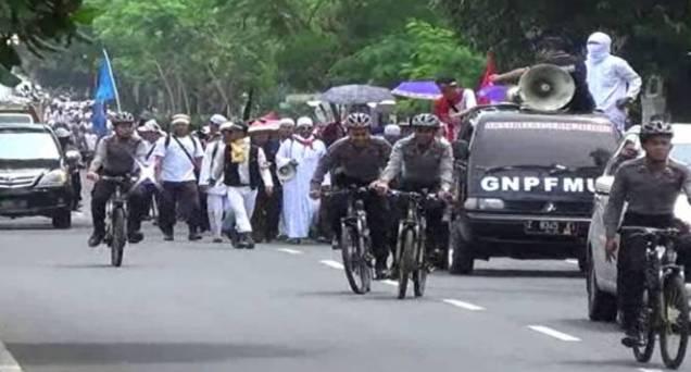Ribuan Santri di Ciamis Jalan Kaki Menuju Jakarta