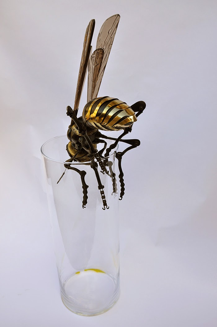 11-Wasp-1-Edouard-Martinet-Recycled-Sculpture-Wildlife-www-designstack-co