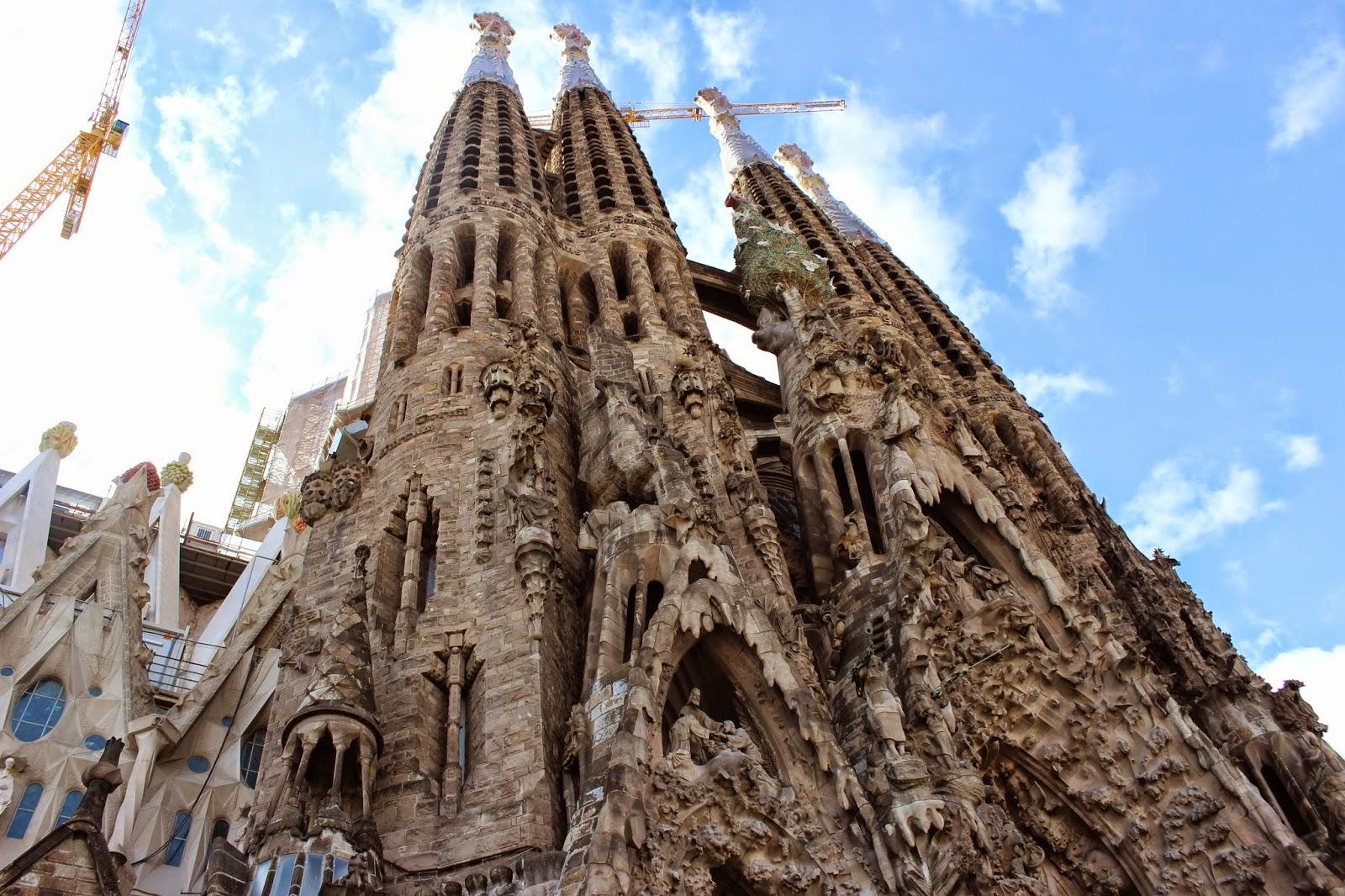 La Sagrada Familia Basilica - Barcelona City Travel ...