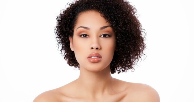 model rambut keriting pendek untuk wajah bulat nomor 1