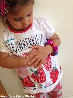Child wearing Thermomorph bracelet