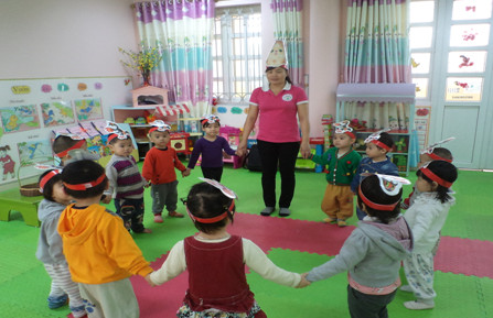 Giúp trẻ 24 – 36 tháng hứng thú trong giờ kể chuyện