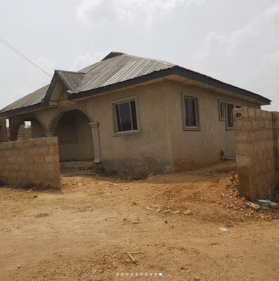 Alafin of Oyo's youngest wife, builds house for her mum