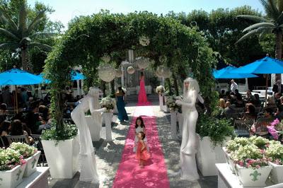 K'Mich Weddings - wedding planning - entrance ideas - Strolling Tables
