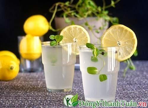 nước chanh nóng chữa đau dạ dày tại nhà