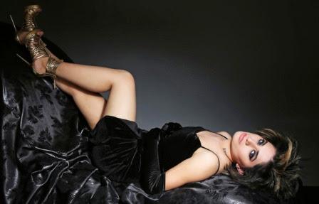 Filmy-buster-newztabloid-Aaina-Alisa-Kkhan-Mika-Vikram-Bhatt-cinemawallah