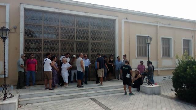 Ο Δήμαρχος Ερμιονίδας Δημήτρης Σφυρής στο πλάι των 19 πολιτών και κατά των ηλεκτρονικών πλειστηριασμών