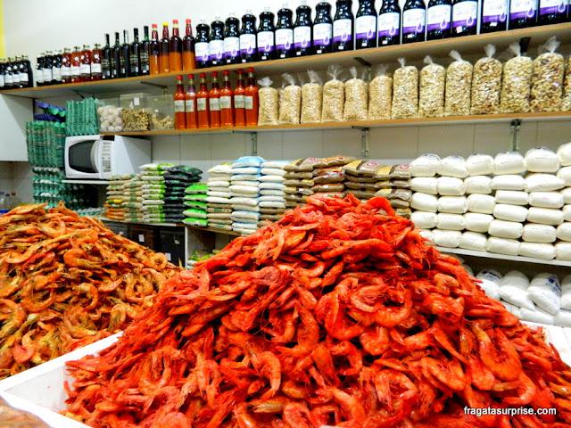 Salvador, pilhas de camarão seco no Mercado do Rio Vermelho, Ceasinha