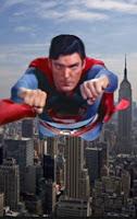 superman terbang diatas gedung tinggi