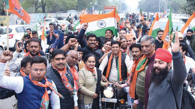Rajan Muthareja, District Convenor of BJP Business Cell, raised the enormous 900 Bike convoy
