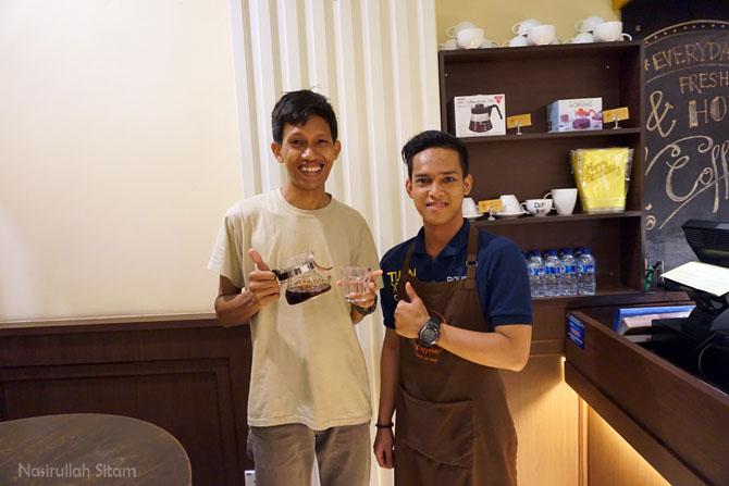Foto bersama Bang Deka