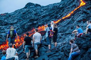 10 địa điểm du lịch nguy hiểm hút khách nhất thế giới - Ảnh 3