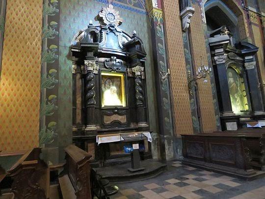Boczny ołtarz św. Jana Pawła II.