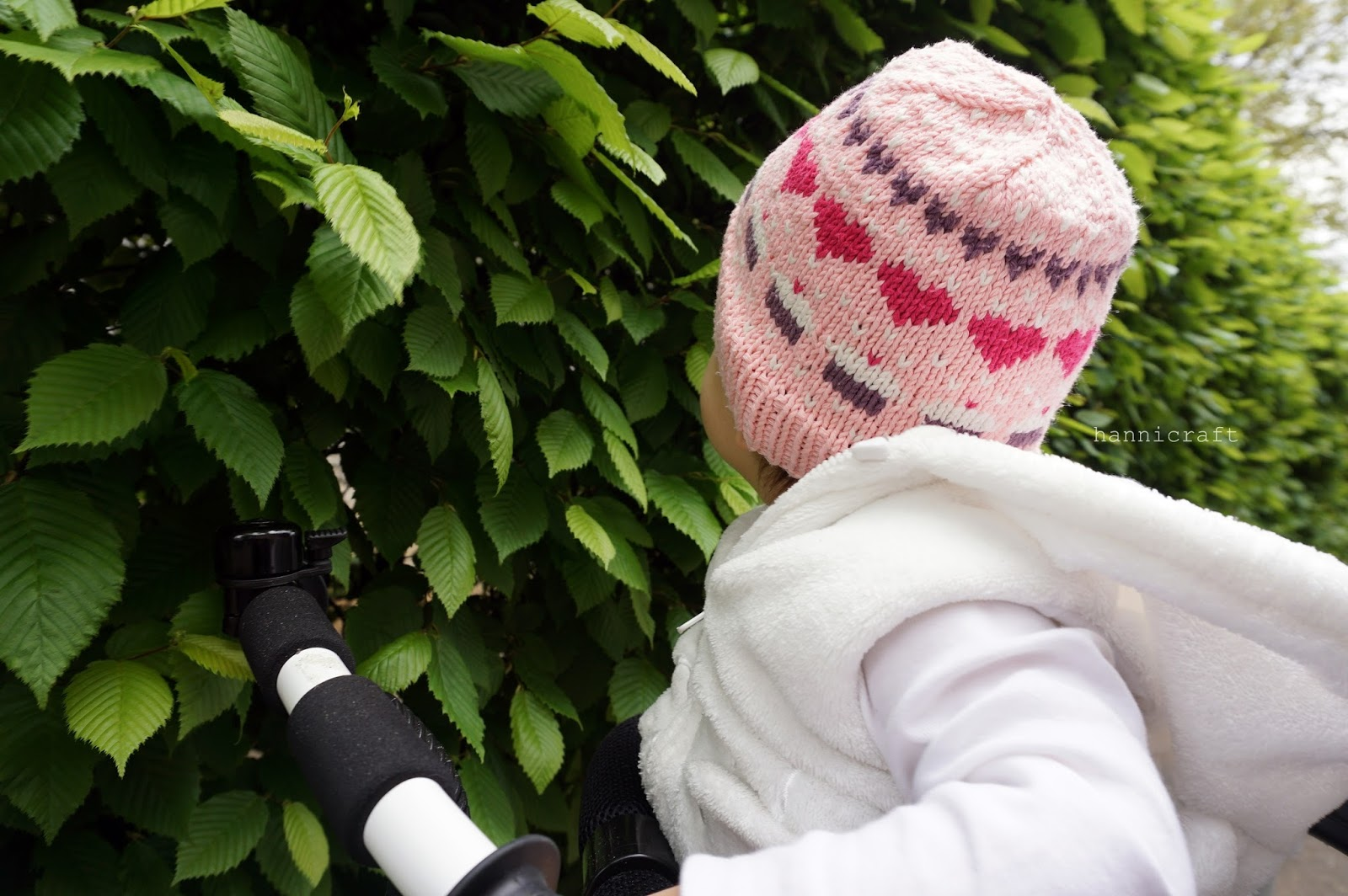 hearts&cupcakes girls' hat knitting pattern by hannicraft