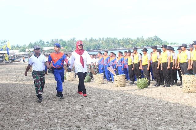 Peringati HPSN, Ditpolairud Polda Banten Gelar Bersih-Bersih Sampah Pesisir Pantai dan Laut