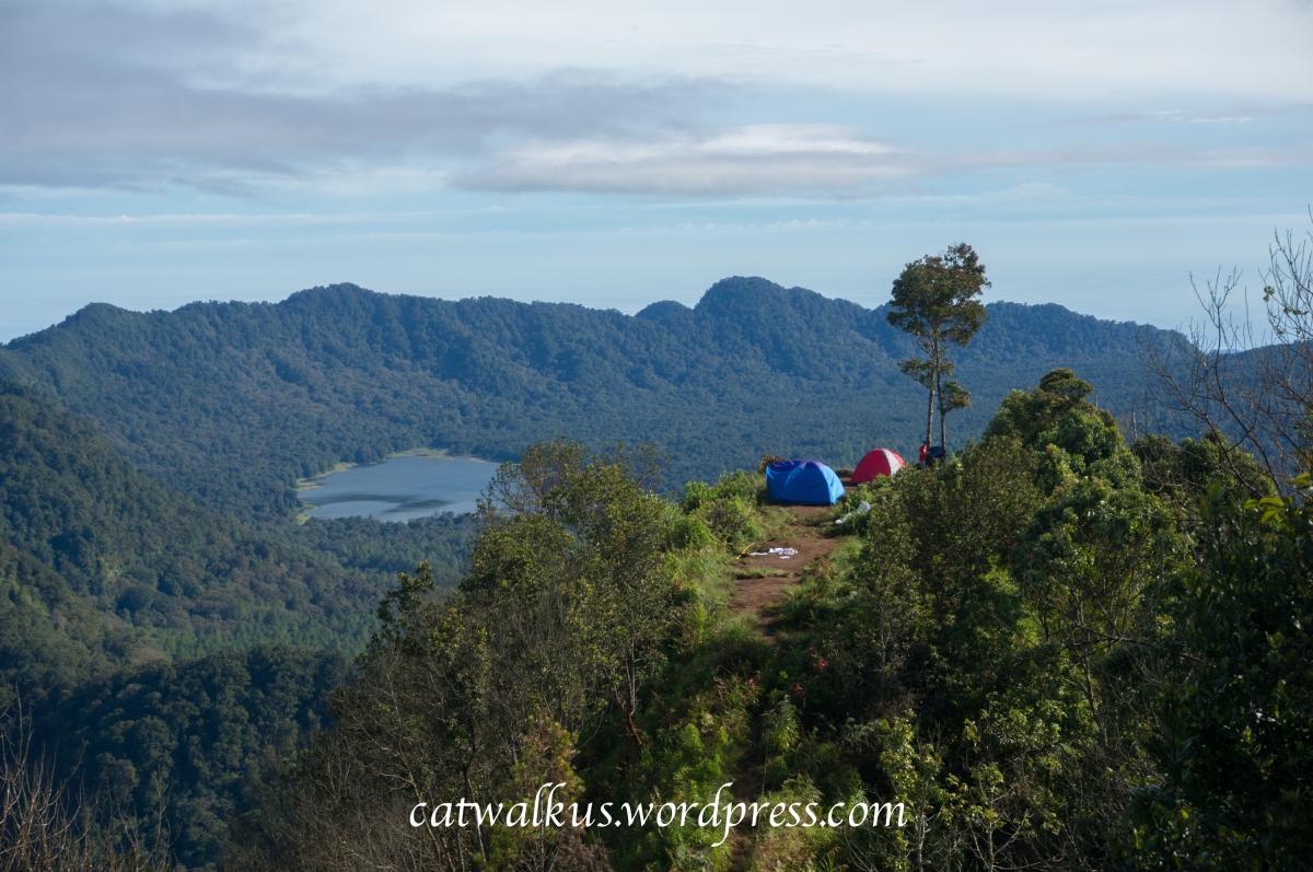 Pemandangan Situ Lembang dari Puncak Gunung Burangrang