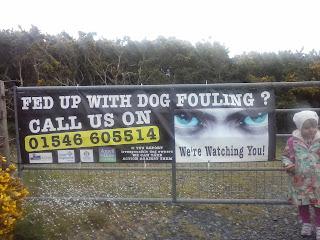 tabuľa na bráne pre psíčkarov
