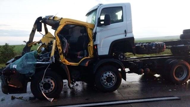 Grave acidente entre dois caminhões deixa um morto na BR-101, na Paraíba