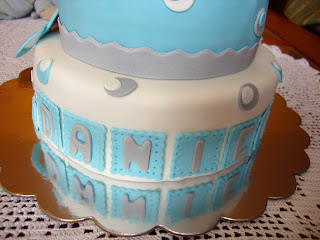 Detalle letras tarta bautizo