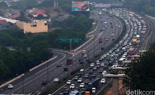 Ilustrasi kepadatan arus lalu lintas di jalan tol - Foto/detikcom