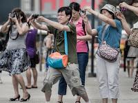 Tingkah Aneh Turis China Jadi Dilema di Seluruh Dunia