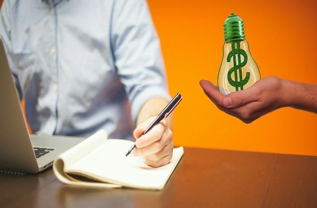 Jasa copywriter selalu diminati perusahaan untuk promosi. Nggak peduli berapa biayanya, kamu pasti bisa dapat gaji yang tinggi dari mereka