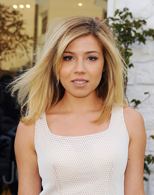 Actress, Singer, @ Jennette McCurdy - Jovani Store Opening in Los Angeles