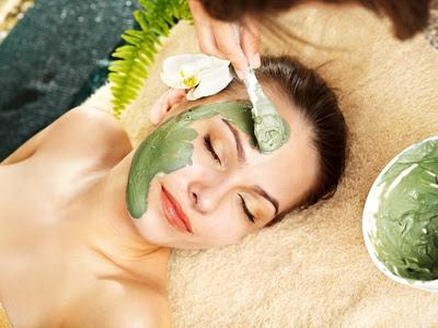 masque maison anti-rides à l'argile verte et à l'huile de bourrache