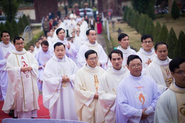 Lễ truyền chức Phó tế và Linh mục tại Giáo phận Lạng Sơn Cao Bằng 27.12.2017 - Ảnh minh hoạ 93