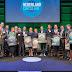 Van Veldhoven ontvangt plannen voor duurzaam Nederland